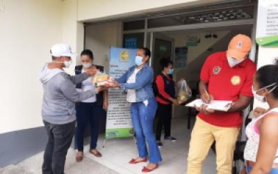 Comunidad Venezolana Recibe Kits Alimenticios