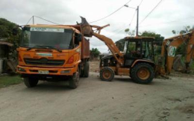 Maquinaria municipal trabaja en diferentes barrios de Quinindé