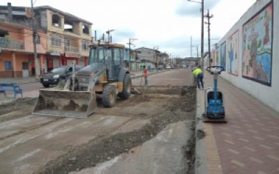 Municipio adecenta tramo vial de avenida Jimmy Anchico